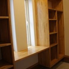 玄関に併設した納戸